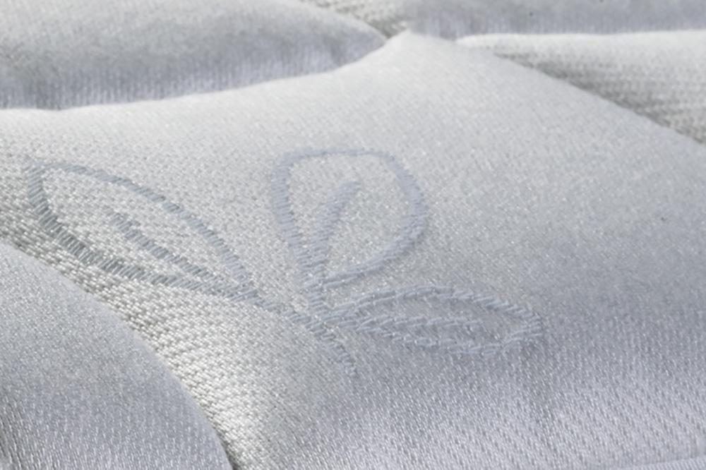 Ткань с высококачественной вышивкой.
